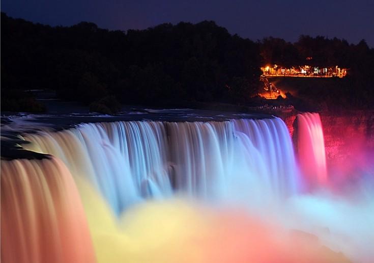 Ночной вид ниагарского водопада