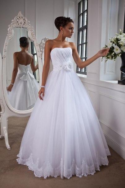 Свадебные платья 2013: подчёркивая юность и грацию
